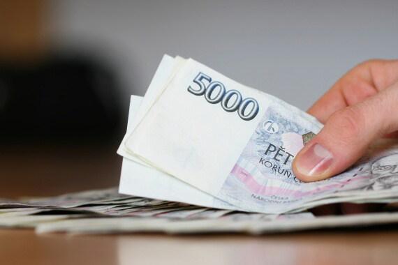 Tato půjčka nabízí až 70000 Kč v hotovosti. Peníze můžete dostat, i když jste v exekuci. Je dostupná i pro důchodce, živnostníky (OSVČ) nebo ženy na mateřské či rodičovské.