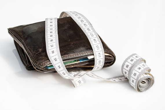 Minimální mzda se vČeské republice naposledy zvýšila od 1. 1. 2020 na částku 14600 Kč. Jedná se o zvýšení o 1250 Kč oproti roku 2020.
