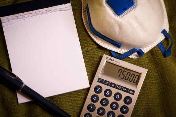 Podnikatelé (OSVČ), zaměstnanci na dohodu (DPP, DPČ) nebo společníci s.r.o., si mohou podávat žádost o kompenzaci za únor 2021 (až 28 000 Kč) a březen 2021 (až 30 000 Kč). Interaktivní formulář je k dispozici na webu Finanční správy. Dá se očekávat, že bude nárok i na kompenzační bonus za duben 2021 (až 30 000 Kč).